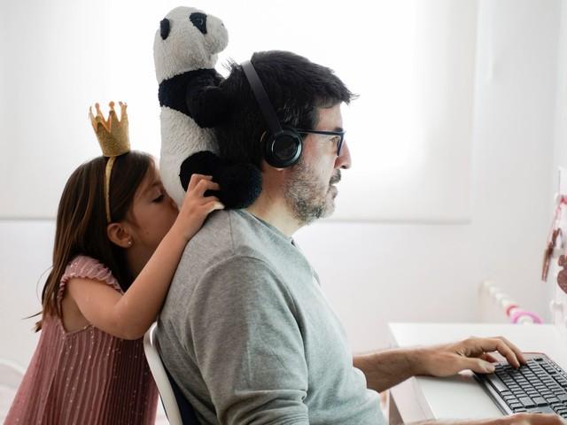 Conjuguer télétravail et garde d'enfants, un mélange des genres à s'arracher les cheveux