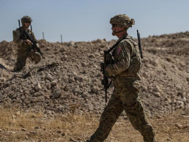 VIDEO. En Syrie, le retrait des troupes américaines a débuté sous les huées