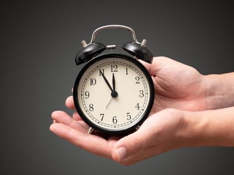 Changement d'heure: la date approche, une nouvelle consultation lancée