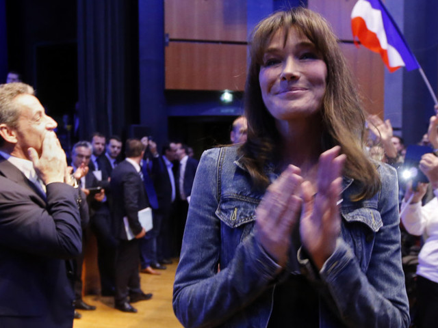 """Carla Bruni: """"mon mari est de loin le meilleur homme politique que la France ait jamais eu"""""""