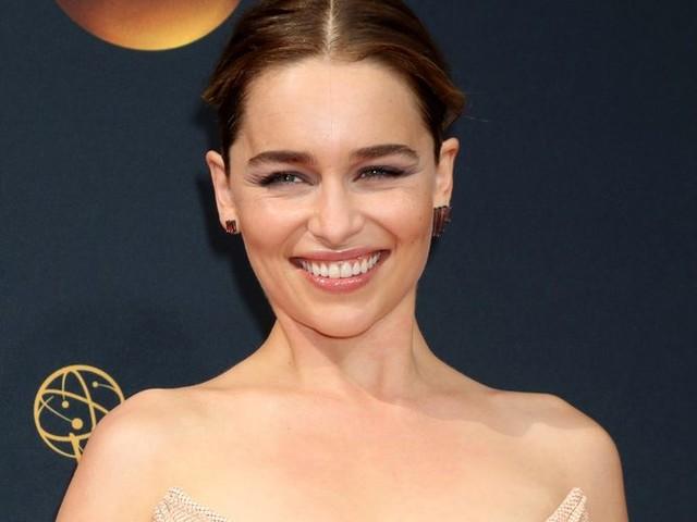 Emilia Clarke : Elle en dit plus sur les scènes dans lesquelles elle est dénudée dans Game of Thrones