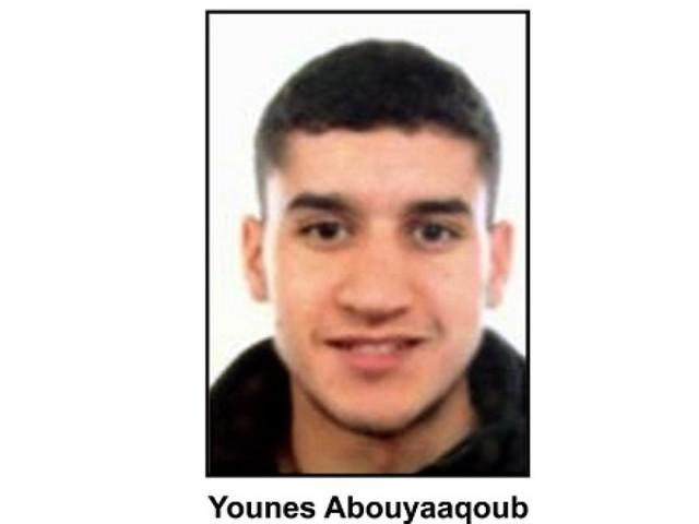 Attentats en Espagne: un suspect recherché, trois terroristes identifiés à Cambrils, le plus jeune avait 17 ans