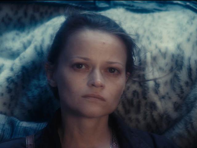 """""""Une femme douce"""" : le portrait d'une Russie dévastée où règne l'absurde"""