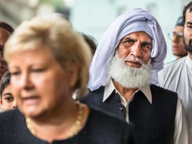 Il a risqué sa vie pour sauver les fidèles d'une mosquée (vidéo)
