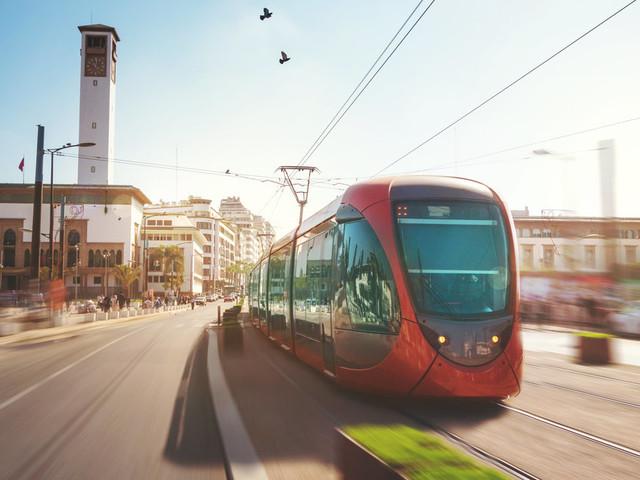 Le roi Mohammed VI lance la mise en service de la deuxième ligne du tramway de Casablanca