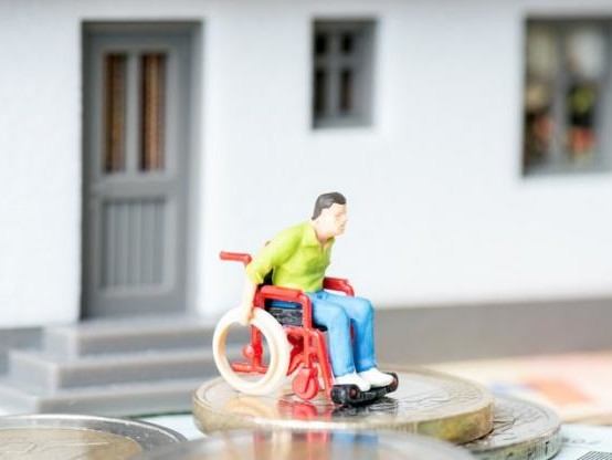 Assurance : en cas d'accident, le fauteuil roulant n'est pas un « véhicule à moteur »