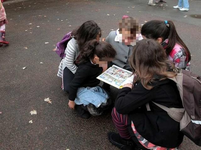 Quand les enfants jouent aux gilets jaunes et aux CRS dans les cours de récré