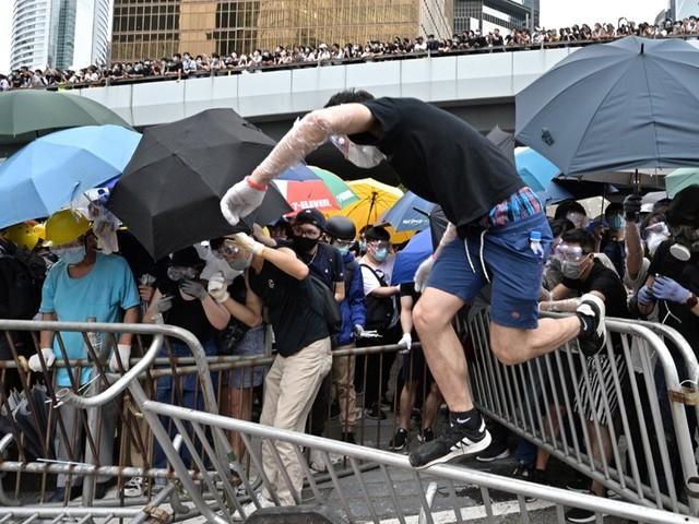 Les manifestants hongkongais pleurent la mort d'un étudiant, la dernière idée de Las Vegas pour chasser les SDF, une paire de bottes de Napoléon au...
