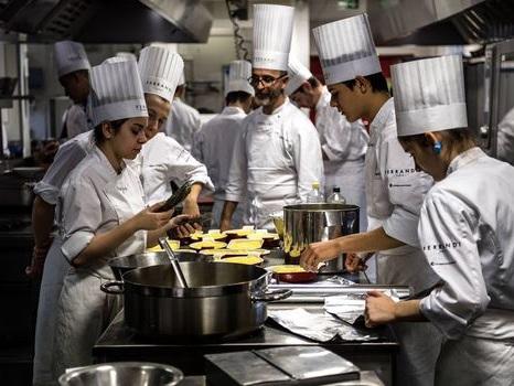 """Aux fourneaux, de futurs jeunes chefs soucieux de cuisiner """"durable"""""""