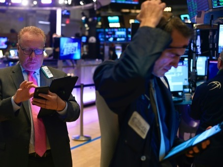 Wall Street ouvre en ordre dispersé, le Dow Jones près de son record