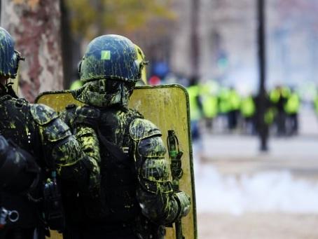 """Les Champs-Elysées se préparent à fermer pour l'""""acte IV"""" des """"gilets jaunes"""""""
