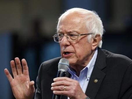 """""""On peut faire la différence"""": à Paris, des Américains en campagne pour Bernie Sanders"""