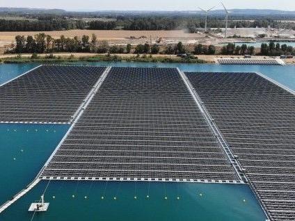 La première grande centrale solaire flottante de France est en service