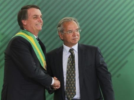 """Bolsonaro à Davos pour vendre son """"nouveau Brésil"""", mariant populisme et libéralisme"""