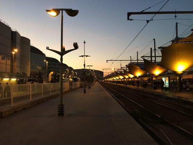 """La Nuit des Gares (14/17) : La gare (3/4) Un passant dans la gare de Lyon : """"C'est de la radio vérité que vous voulez faire en somme."""""""