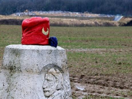 Grande Guerre: un symbole des zouaves menacé par une décharge