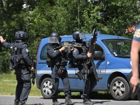 Un homme interpellé après l'attaque au couteau d'une policière municipale près de Nantes