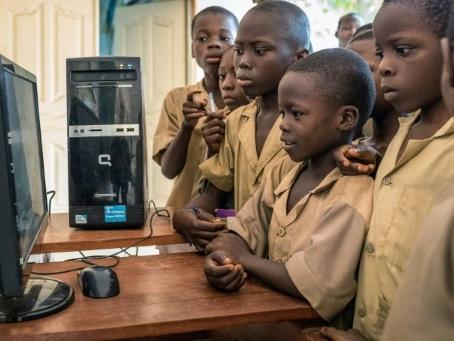 Bénin: des classes mobiles pour réparer la fracture numérique
