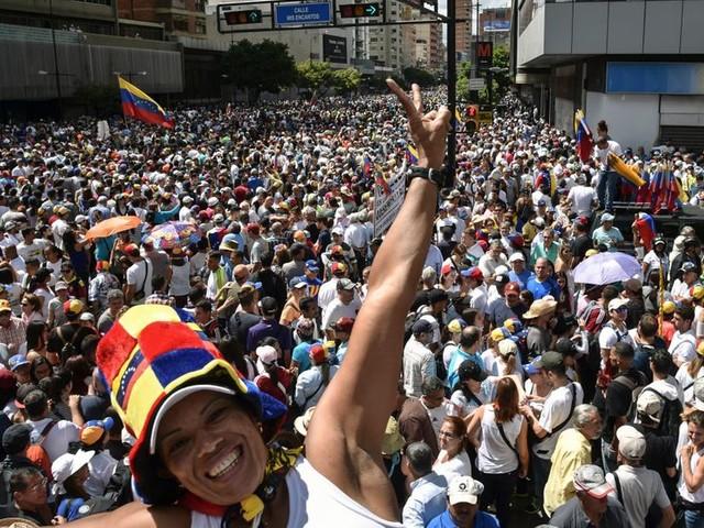 Venezuela : l'opposition défie le président Maduro à Caracas