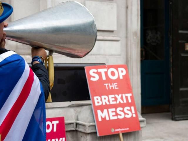 """Brexit : nourriture, essence, médicaments… un rapport alerte sur le danger de pénuries en cas de """"no deal"""""""