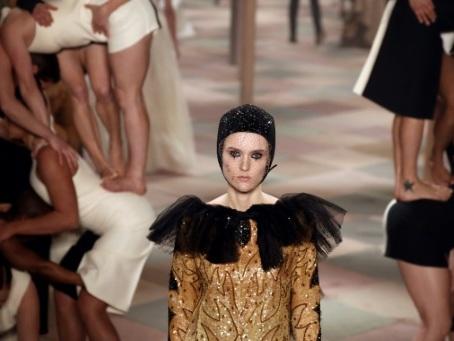 Haute couture à Paris: Dior invite au cirque