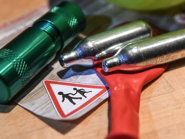 Le Sénat veut interdire la vente de gaz hilarant aux mineurs à l'unanimité
