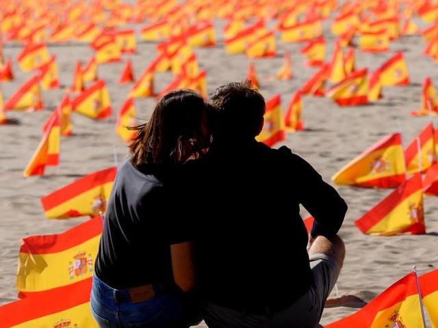 Covid-19 : l'Espagne franchit la barre du million de cas, une première en Europe
