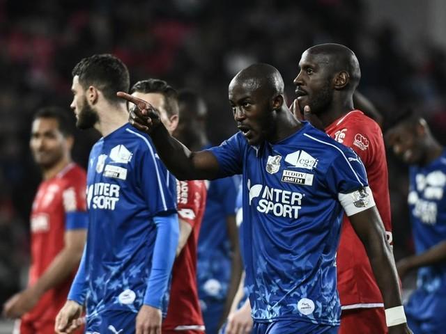 """""""Moi, le seul message que je veux véhiculer, c'est l'amour"""" : Prince Gouano victime d'insultes racistes lors du match Dijon-Amiens"""