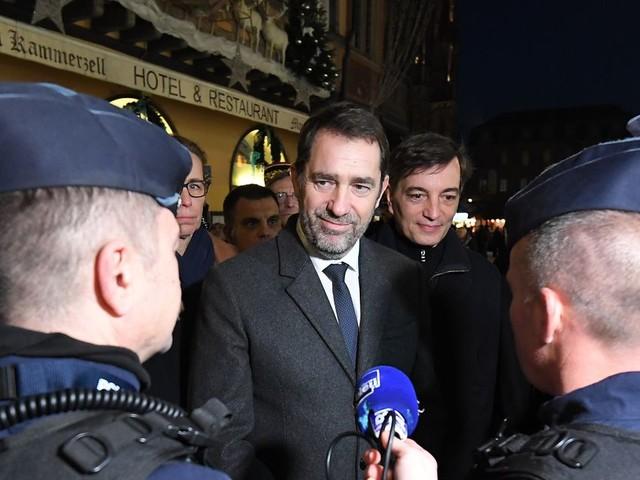 """Au marché de Noël de Strasbourg, Castaner affiche sa """"sérénité"""""""