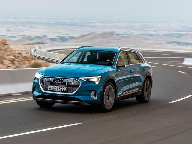 Audi e-tron quattro : le modèle de série à l'essai à Abu Dhabi