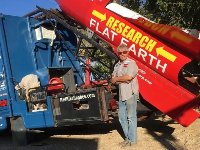 Il voulait prouver que la Terre est plate, mais meurt dans sa fusée artisanale