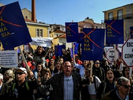 Le Parlement portugais vote en faveur de l'euthanasie