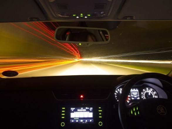 Une Ferrari se crashe à une vitesse fulgurante en enchaînant les tonneaux – vidéo