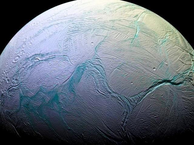 Et s'il y avait de la vie extraterrestre sur Encelade, la lune de Saturne?