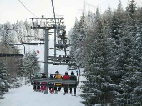 Sous la neige, les stations de ski vosgiennes veillent sur leur or blanc capricieux