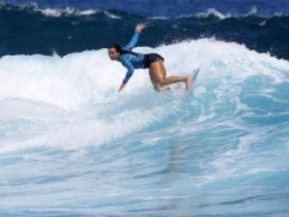 Surf : Johanne Defay et Jérémy Florès bientôt en stage de préparation olympique à Tahiti