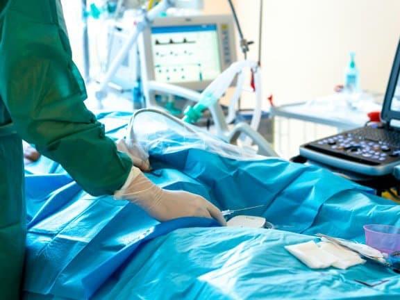 """Cancer, insuffisance cardiaque... Des médecins appellent à ne pas """"oublier"""" les patients non-Covid"""