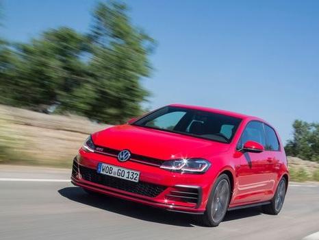 """Volkswagen: la """"voiture du peuple"""" au coeur des polémiques"""