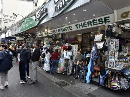 A Lourdes, la vente des emblématiques échoppes fait polémique