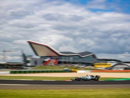 GP de F1 de Grande-Bretagne: Mercedes marque son terrain en essais libres
