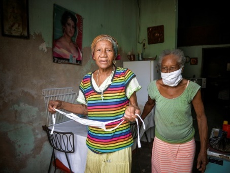 Les seniors cubains, vulnérables mais sereins face au coronavirus