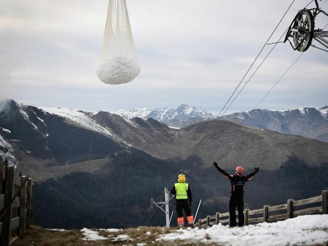 Neige par hélico: Borne reçoit des responsables de stations de ski