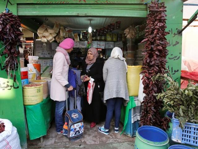 [Reportage] Tunisie: dans l'épicerie de Faouz, les clients se font attendre