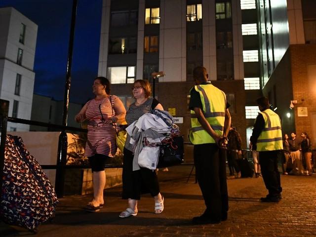 Londres : près de 800 familles évacuées par sécurité après l'incendie de la tour Grenfell