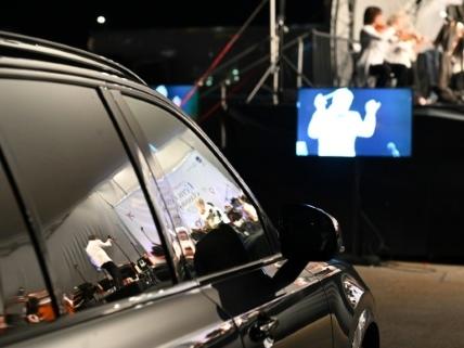 La 5e symphonie de Beethoven en drive-in à l'aéroport de Montréal