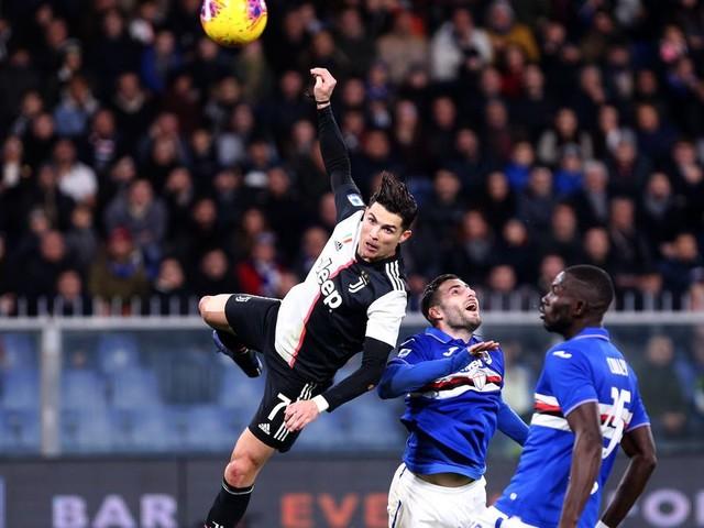 La tête de Cristiano Ronaldo à 2m50 de hauteur vaut le détour