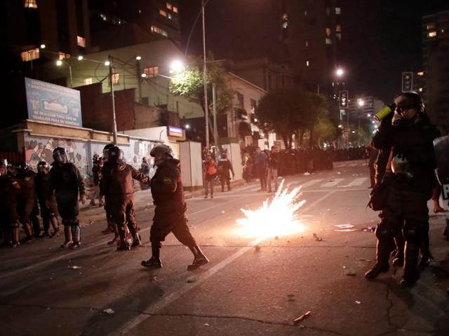 Violences en Bolivie, où une victoire surprise de Morales dès le premier tour se profile