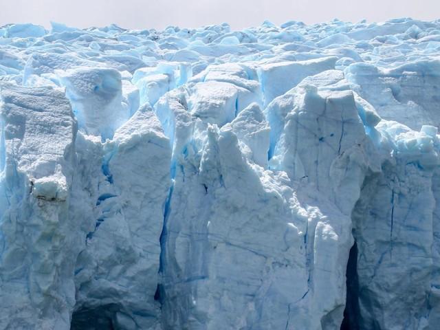 Deux icebergs viennent de se détacher du glacier Grey, au sud du Chili