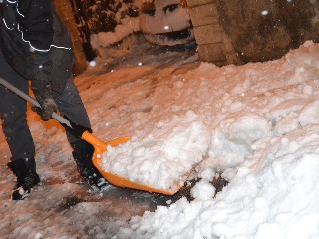 DIRECT. Météo : des conditions de circulation difficiles, 300000 foyers sont toujours privés d'électricité à cause de la neige