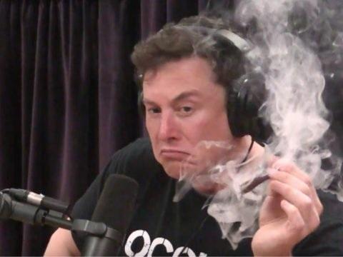 Elon Musk descend Bill Gates car il a choisi une Porche à la place d'une Tesla